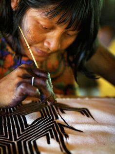 Promovida pela Secretaria de Cultura, a Oficina de Pinturas e Trançado Indígena tem entrada Catraca Livre.