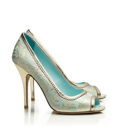 Tiffany Blue party shoes. LOVE the color