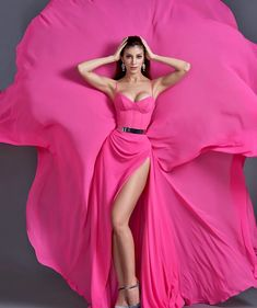 Women S Fashion Dresses Wholesale Prom Dresses With Sleeves, Strapless Dress Formal, Long Dresses, Couture Fashion, Fashion Beauty, Prom Dress Couture, Red Evening Gowns, Fashion Model Poses, Fashion Photography Inspiration