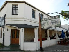 Pig and Whistle, Bathurst   The oldest licensed bar in South Africa . Foto: www.lugerda.blogspot.com Places To See, Places Ive Been, Home Again, The Beautiful Country, Places Of Interest, Rest Of The World, Countries Of The World, Diy Food, Garden Art