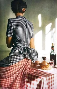 Model seated on dining table wearing black and white checked gingham dress with bustle and red checked inset in back by Adrian.Vogue US May 1944 - photo John Rawlings 1940s Fashion, Fashion Models, Fashion Beauty, Vintage Fashion, Farm Fashion, Fashion Women, Retro Mode, Vintage Mode, Retro Vintage
