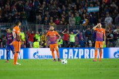 jugadores del Manchester City mirada abatida después de ir 4-0 abajo