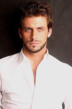 The brazilian actor, Henri Castelli Actors Male, Hot Actors, Hottest Actors, Henri Castelli, Brazilian Men, Handsome Faces, Handsome Guys, Attractive Men, Male Beauty