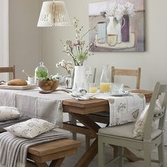 Neutral panelled dining room | Country dining room design ideas http://patriciaalberca.blogspot.com.es/