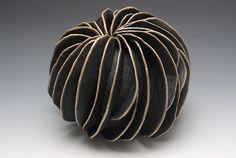 blueberrymodern: italian ceramicist rita miranda - here Ceramic Clay, Ceramic Pottery, Pottery Art, Pottery Sculpture, Sculpture Clay, Organic Ceramics, Creta, Sculptures Céramiques, Keramik Vase