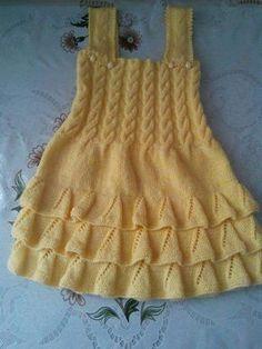 crochet dress outfits Burgu Volan Ve Boncuk Sslemeli Askl Jile Yapm. Girls Knitted Dress, Knit Baby Dress, Knitted Baby Clothes, Baby Cardigan, Crochet Clothes, Knitting Baby Girl, Knitting For Kids, Baby Knitting Patterns, Knitting Designs