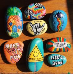 Rock Painting Ideas Easy, Rock Painting Designs, Rock Crafts, Diy Arts And Crafts, Pebble Painting, Stone Painting, Crafts To Do When Your Bored, Painted Rocks Kids, Cute Paintings