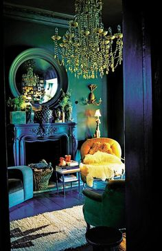Dark living paint ideas will certainly bring you the very best bright minutes. They can be fine-tuned, elegant as well as extremely loosening up if you pull them off right. Today we are going to have a look at the coolest dark living rooms. Style At Home, Dark Living Rooms, Living Room Decor, Dark Rooms, Decor Room, Modern Living, Peacock Room Decor, Peacock Living Room, Peacock Bedroom