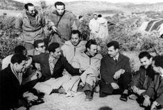 Photo prise à la station de Saout El Djazaïr à Nador (Maroc) De dr. à g. : Boualem Dekar, dit Ali Guerraz de la 1re promotion des transmissions de l'ALN formée à Oujda en août 1956, affecté à la zone II de la Wilaya V avec comme adjoint Mourad Benachenhou, dit Ouhamou de la même promotion (Ahmed Zabana)