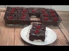 Krema Dolgulu Çikolatalı Kek Tarifi