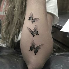 "20k Likes, 210 Comments - Tatuagens • Tattoos 🇧🇷 1,6m (@tatuagensfemininas) on Instagram: ""Mini borboletas • ℐnspiração ✩ ℐnspiration • . . #tattoo #tattoos #tatuagem #tatouage  #tatuaje…"""