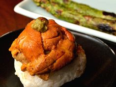 歓声必至!築地の裏路地にある豪快な海鮮グルメをご紹介!(1/2)[東京カレンダー] Sashimi Sushi, My Sushi, Food Staples, Looks Yummy, Rice Vinegar, Cafe Restaurant, Japanese Food, Carrots, Lunch Box