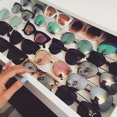 Find cool and trendy sunglasses! Reading glasses, Anti-Blue Light Glasses, Colorful, Oversized and Unique Glasses along with Cases and Organizers. Lunette Style, Jewelry Accessories, Fashion Accessories, Cute Glasses, Glasses Sun, Four Eyes, Mode Inspiration, Girly Things, Round Sunglasses