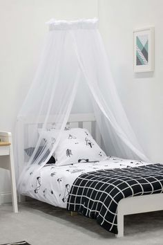 Perfect for your little prince or princess, the Halo Net & Stand provides fairytale elegance to your nursery. Have your little one sleep peacefully under our sheer canopy at night, and draw it back during the day to provide a stunning centrepiece for your nursery.