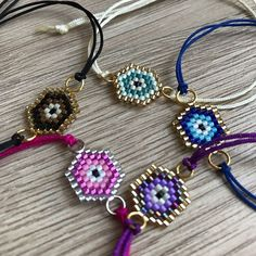 This Pin was discovered by Gül Kids Bracelets, Bead Loom Bracelets, Bracelet Crafts, Bracelet Patterns, Beading Patterns, Seed Bead Jewelry, Beaded Jewelry, Motifs Perler, Beaded Choker