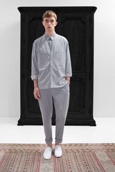 24. V-collar overshirt, two-pockets shirt and one-pleated pants in light cotton denim / Slippers in cotton canvas