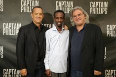 Paul Greengrass Junto a los protagonistas Tom Hanks y Barkhad Abdi Tom Hanks, Johnny Depp, Breast, Suit Jacket, Suits, Jackets, True Stories, Pictures