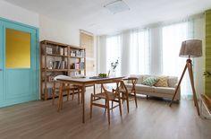 소통과 사랑 가득한 평화로운 공간 Bed Furniture, Table And Chairs, Sofa Bed, Corner Desk, Sweet Home, Living Room, Interior Design, House, Workplace