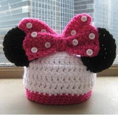 Minnie mouse hat - pattern link is missing so there is an alternative idea posted - I used parts of the alternative pattern and a different bow pattern from ravelry.com to make a version of this.