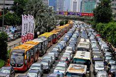 Motorists wait in traffic along Jl MH Thamrin in one of Jakarta's near-daily traffic jams. (SP Photo/Joanito De Saojoao)