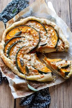Torta di zucca salata facile e velocissima (con ricotta e scamorza filante) Veggie Recipes, Vegetarian Recipes, Dinner Recipes, Healthy Recipes, Quiche, Tortillas Veganas, Ricotta, Best Italian Recipes, Warm Food