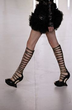 Sarah Burton shows bondage-inspired looks in Alexander McQueen spring collection Crazy Shoes, Me Too Shoes, Alexander Mcqueen Shoes, Mode Shoes, Creative Shoes, Shoe Boots, Shoes Sandals, Classy And Fabulous, Spring Collection