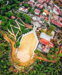 Parque Guell. Barcelona Visit Barcelona, Barcelona City, Barcelona Catalonia, Barcelona Travel, Vita Sackville West, Antonio Gaudi, Barcelona Architecture, Parc Guell, Lancaster