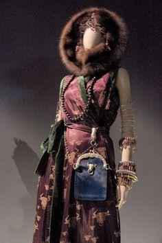 """pièce magnifique de la collection """"Le Grand Voyage"""" hiver 1994-95 - bel exemple du métissage culturel qui fait la marque Gaultier (expo Montréal)"""