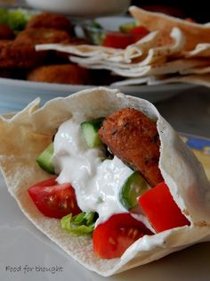 Tahini, Falafel, Burritos, Street Food, Vegetarian Recipes, Tacos, Mexican, Favorite Recipes, Cooking