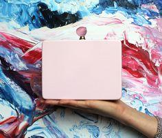 """Bravissima la nostra Elisa! La sua Rose Bag by Vudett, frutto del contest interno """"La primavera in borsa"""", è già in vendita su wardroba! Ottimo lavoro!"""
