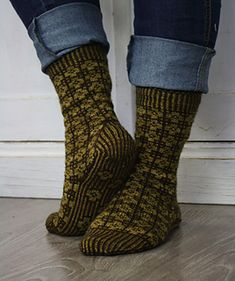 FinEst Socks design bows to the traditional Estonian stranded mitten patterns published in Suur Kindaraamat by Reet Piiri. Socks are fully stranded and knitted cuff down. The name FinEst stands for Finland-Estonia. Mittens Pattern, Knit Mittens, Knitting Socks, Knitted Hats, Knitting Patterns Free, Free Knitting, Free Pattern, Designer Socks, Knitting Accessories