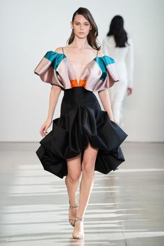 The complete Bibhu Mohapatra Spring 2020 Ready-to-Wear fashion show now on Vogue Runway. The complete Bibhu Mohapatra Spring 2020 Ready-to-Wear fashion show now on Vogue Runway. Fashion Show Dresses, Fashion Outfits, Womens Fashion, Fashion Trends, Dress Fashion, Fall Outfits, Vogue Dresses, Woman Dresses, Petite Fashion