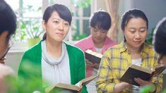 de Ruth, Statele UniteM-am născut într-un mic oraș din sudul Chinei, într-o familie de credincioși încă de pe vremea generației stră-străbunicii mele din partea tatălui. Povestirile biblice, imnurile de laudă și muzica sacră cântată în biserică m-au însoțit constant în zilele fericite ale copilăriei mele.  #Iisus #Sfanta_Biblie #rugăciune #salvare #creştinism #Evanghelie #bible_versuri #Creatorule Prodigal Son, Sons, Film, Movie, Film Stock, My Son, Cinema, Boys, Films