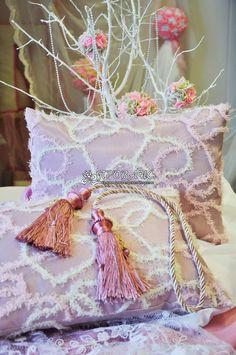 Услуги по пошиву подушек и покрывал в Орле. Если вам необходим пошив покрывала или подушек, в том числе декоративных подушек на заказ, смело обращайтесь к нам.