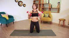 Pour sculpter et affiner ses bras, notre coach forme et bien-être Julie Ferrez nous montre deux exercices simplissimes à effectuer à l'aide d'haltères....