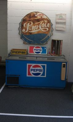 Now here is a great item.. A pepsi chest cooler. . Just a little tlc and you have great working item..or just use as a decor item.. SOLD