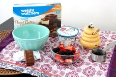 Yogurt + Frutas + barra de helado Weight Watchers = rica que merienda que satisface y solo aporta 6 smartpoints #WWInspiredMeal #ad