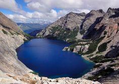 Laguna Azul – Rio Gallegos – Provincia de Santa Cruz    Laguna formada en el cráter de un volcán???