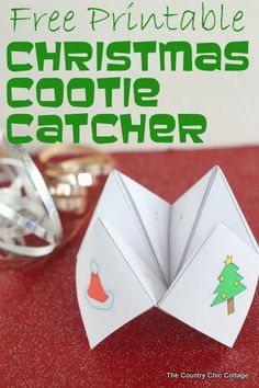 Free printable Christmas cootie catcher -- get one for your kids to play with this holiday season.