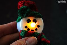 Today I took 5 minutes out of my day, and threw together these adorable magnetic light-up snowman crafts! This is also a great project for kids of all ages.