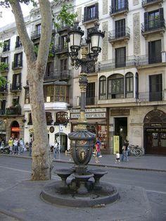 Fuente (bebedero) de Canaletes, Rambla de Barcelona. ESP.-