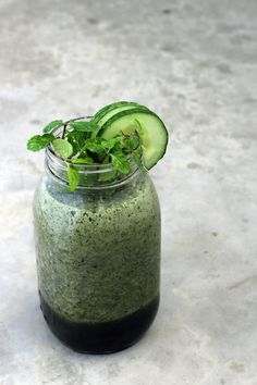 I created thiscooling green smoothie face mask tocalm, heal and protectthe skin. It smells fresh feels so refreshingon, especially after a hot day out!