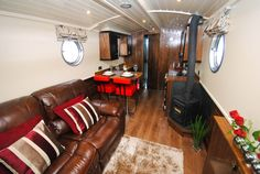 Piccolo Narrow/Widebeam boat - Pendle-narrowboats.com Canal Barge, Canal Boat, Barge Interior, Best Interior, Small Space Living, Small Spaces, Narrowboat Interiors, Houseboat Living, Floating Homes