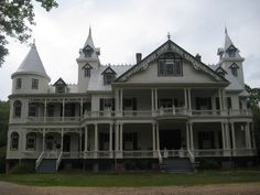Large Queen Anne Victorian Plantation House Image