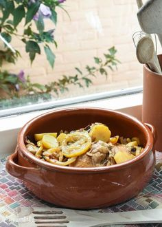 Pollo a la marroquí con canela y limón Turkey Recipes, Meat Recipes, Mexican Food Recipes, Chicken Recipes, Healthy Recipes, Ethnic Recipes, Couscous, Comida Armenia, Tagine Recipes