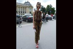 [París] El animal print leopardo sigue vigente; siempre conviene combinarlo con algo de color. Foto:Agustina Garay Schang