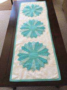 Dresden Plate Table Runner, various sizes by mommomsquilts on Etsy