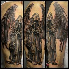 black corner tattoo valence tatouage realisé par stephane buenodemon ailé, guerrier ailé