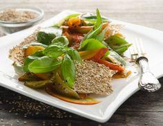 Kürbis-Pfefferoni-Salat mit Ahornsirup-Balsamico-Dressing und Sesamknusper