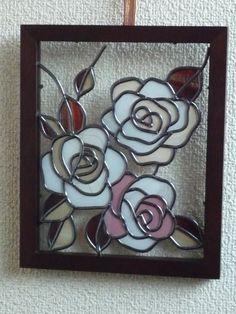 フレーム22×18淡い色の3輪の薔薇ガラスにグラスアートしてあります|ハンドメイド、手作り、手仕事品の通販・販売・購入ならCreema。
